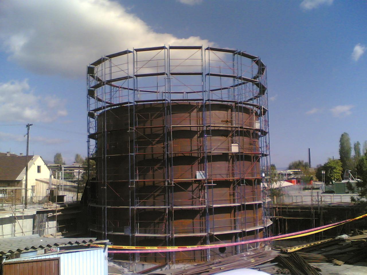 Скеле фасадно градежно наместено на Топлана Исток